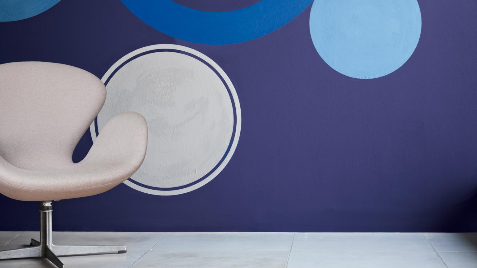 Contrasting blue circles on an indigo wall creates energy.