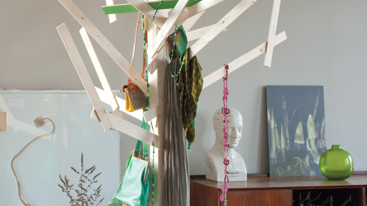 Use colours borrowed from nature to create a peaceful hall.