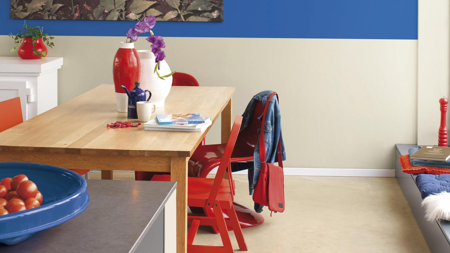 Separate your dining space from the cooking zone with a cohesive colour palette and striking accent shades.