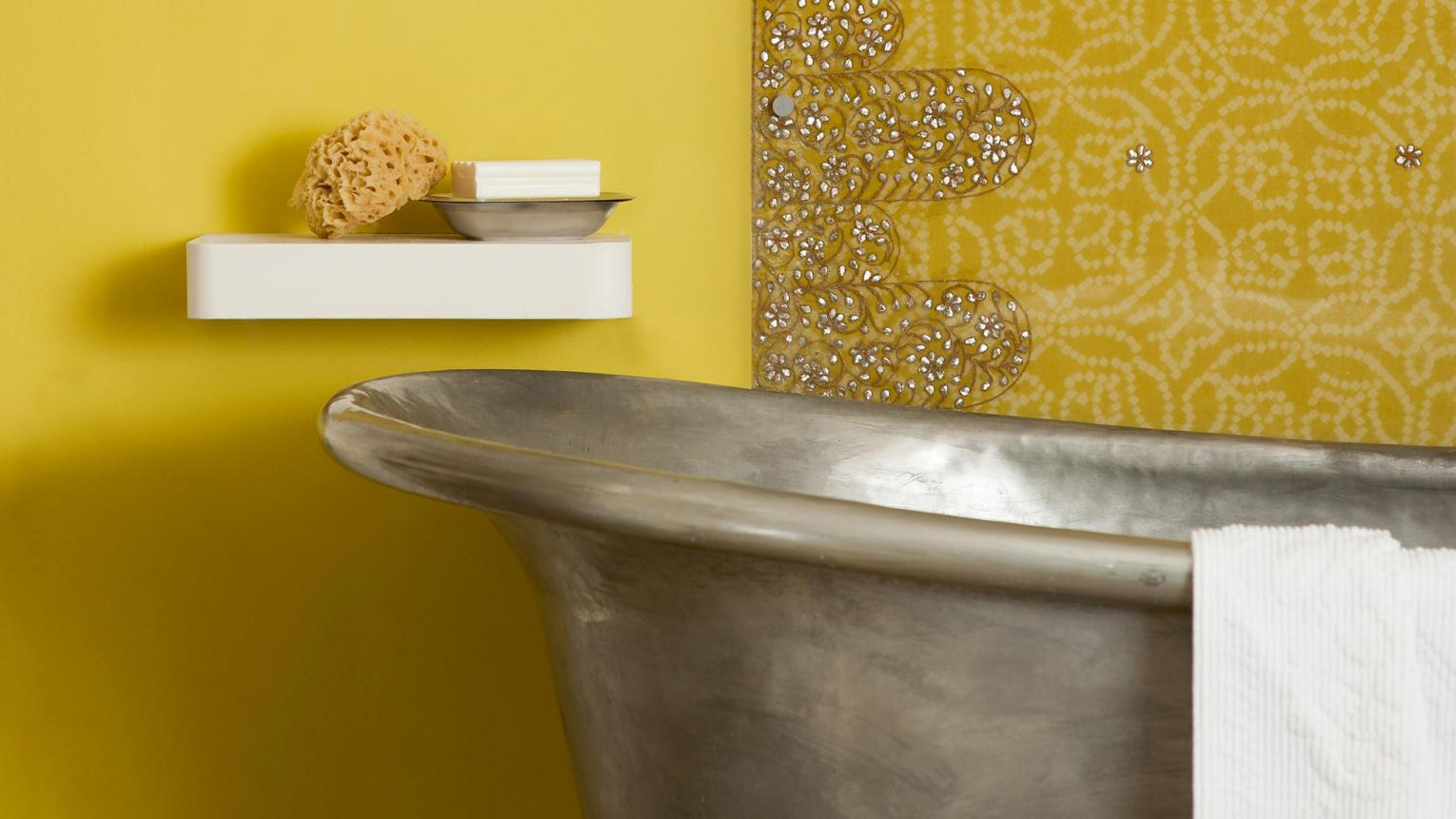 Is your bathroom lacking natural sunlight? The key is to combine light, crisp colour schemes with warm lighting.