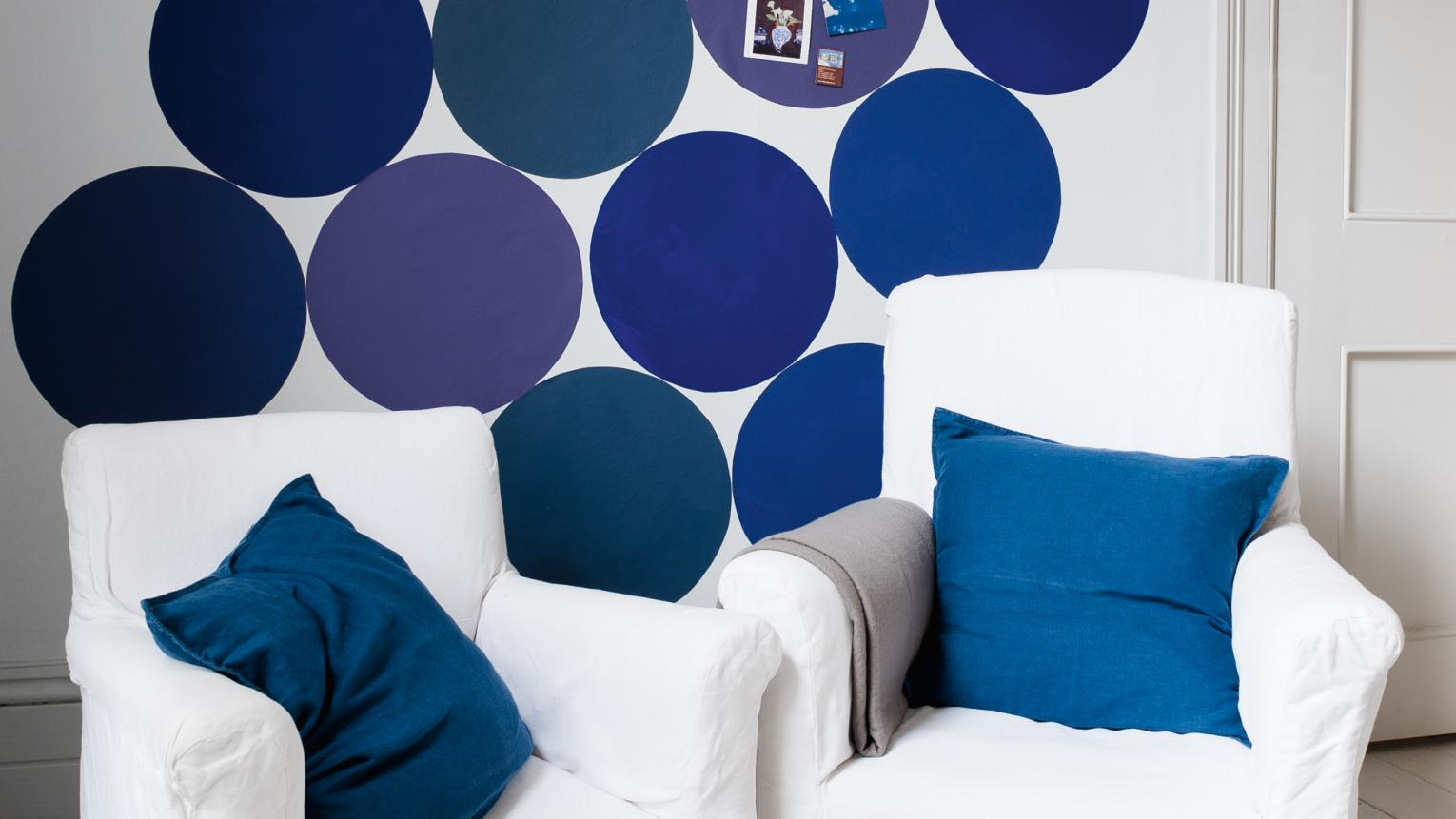 Blue circles painted on the wall create a fun focal point.